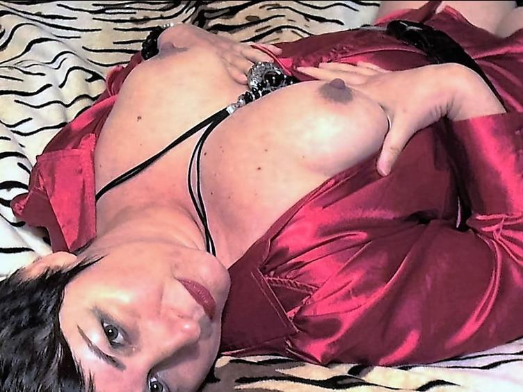 Bondage, Rudelbumsen, Oralsex, Orgien, Draussen, Rollenspiele, Schlucken, Toys, Paartausch, Lunzen