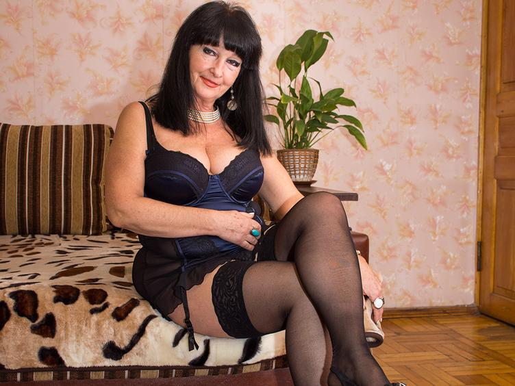 I am woman with open mind and hot fantacy. Let me show you what I got from mother nature. Are you ready to play ?