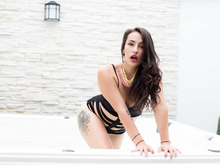 I am a Colombian girl very happy, simple and passionate. I would love to meet you and be able to share with you smiles, hugs and a lot of passion.