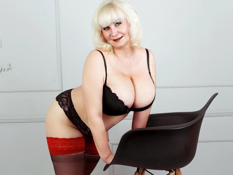 Ich bin eine sinnliche, leidenschaftliche reife Frau mit einem süßen Lächeln und sexy Figur . Ich bin humorvoll und verrückt! Komm zu mir, und wir werden eine tolle Zeit haben. :)) Ich zeige dir gerne meine Figur und meine großen Titten und mit heißer Spalte.. du wirst es nicht bereuen!