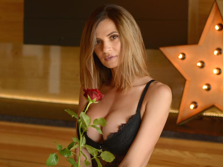 Hallo, alle miteinander! Ich bin eine reife Frau, die weiß, was sie sucht ... wenn du sich überzeugen willst, wie viel Sexappeal in einer 40 jährigen Frau ist, dann besuche mich in meinen Chatroom ... Ich habe eine sexy Figur und runde  Brüste! Diese Ansicht wird sicher heiß für dich sein! Ah ich habe auch eine ganz nette Pussy ihihi