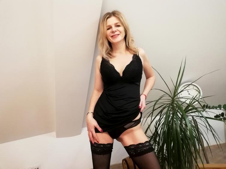 Eine herzliche Frau mit netten Brüsten und mehr !!