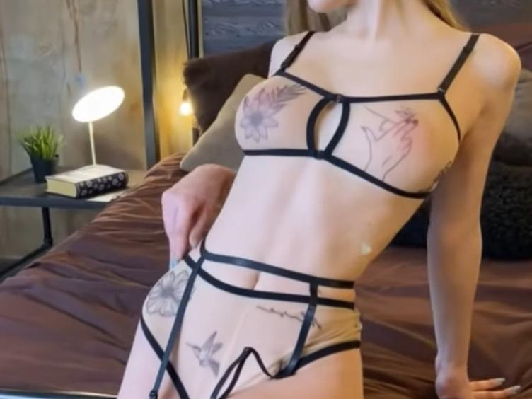 Anal-Sex, Devot, Zeigefreudig, Piercing, Pornographie, Toys