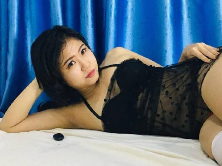 What  makes me horney ? Compliments, generous with big and strong ambitions, charismatic educated and erudite men, look, touch, voice, passionate kiss, sense of humor