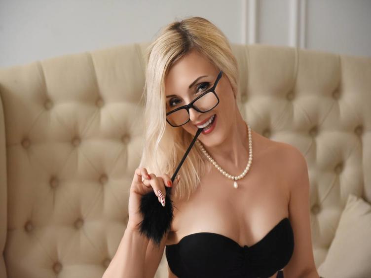 Ich bin eine sexy Frau. Eine Blondine mit einem wunderschönen Körper und einem Lächeln, das dich verrückt machen wird.