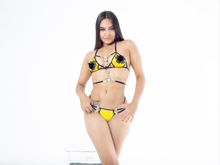 Hi ich bin JaneRoss, ein professionelles Web-Cam-Model aus Kolumbien, verliebt in harten und rhythmischen Sex. Ich mag es, hart rangenommen zu werden, aber ich mag es auch, wenn du nette Dinge zu mir zu sagen wirst und mir das Gefühl zu geben, geliebt zu werden. Ich bin aufrichtig und ein guter Zuhörer.