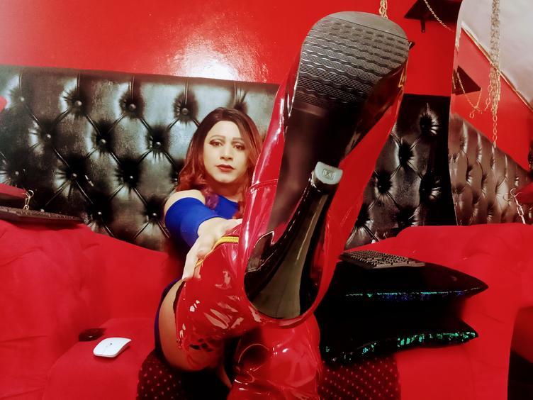 Kinky latin girl ready for enjoy