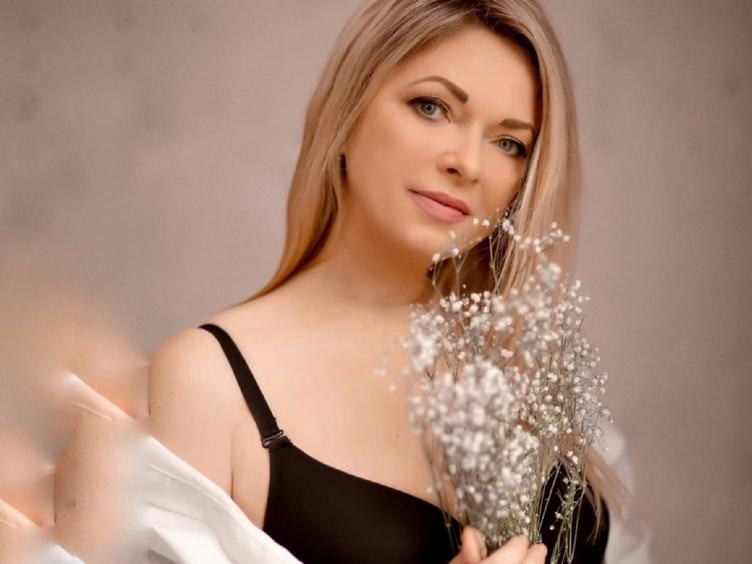 Hey! I am gorgeous girl who loves meeting new people. I am all about Spass and getting to know new people!