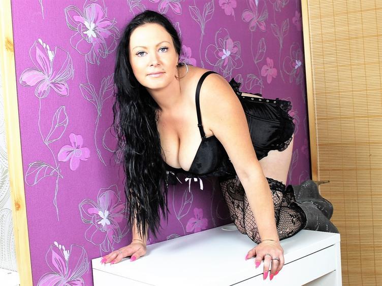 Heisse und sexy Lady mit grossen Naturbusen,die Erotik liebt,komm zu mir Schatz,ich bin ganz bereit und freue mich...