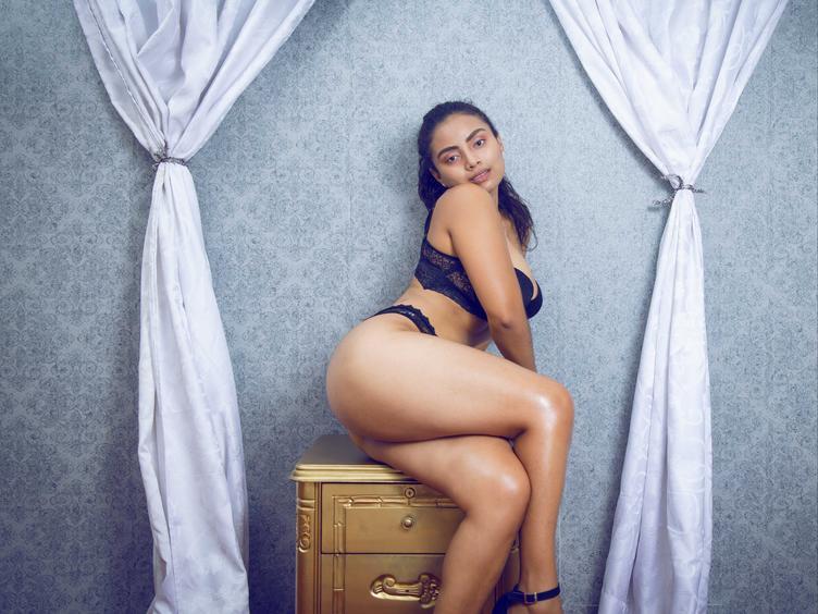 Guten Tag Herz Ich bin ShannonBlaze, eine heiße Latina, die verschiedene Teile der Welt und verschiedene Dinge an meinem Körper kennt, die mich warm machen. Ich bin ein Perverser, aber ich brauche Fantasie, um meine Orgasmen zu haben sündige Dinge besser zu tun.  Bis bald Süße.